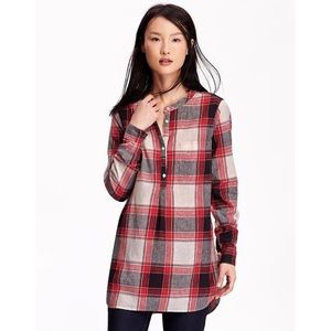 Old Navy red plaid tunic top. ❤️